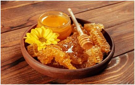 در انتخاب عسل طبیعی دقت کنیم.